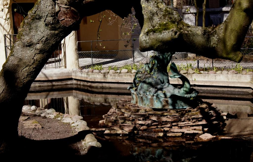 A Place for a Murder - Pond outside Centralbadet